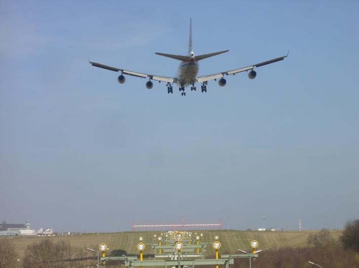 LINKS-Cargolux B747 before touchdown runway 06