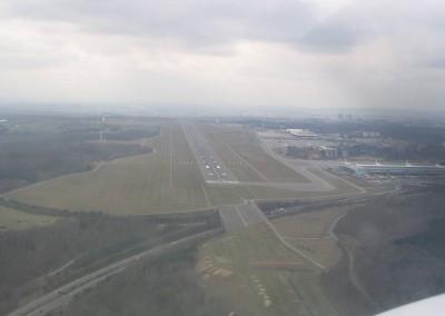 AerialView_ELLX_Approach_Rwy_24_3