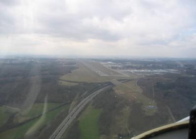 AerialView_ELLX_Approach_Rwy_24_4